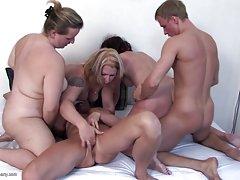 Вкара на обучението си и отдаде анальному секс групово порно с дебели жени