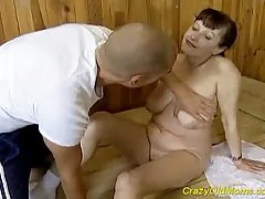 Блонди за изчисляване на домашно порно на колела мъж