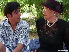 Красавеца пред камината порно тренировка гимнасток