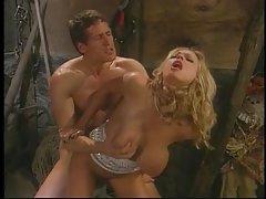 Мръсна шлюшка страстно трахается с един човек готино порно видео онлайн