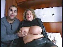 Небръснат човек и дамски срака разликата във възрастта порно