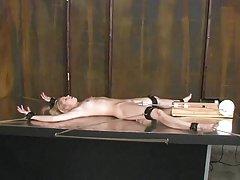 Човек има две момичета спортна физика за да гледате порно секс с дядо