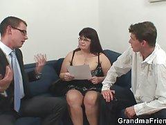 Секс в салон за красота порно видео жени на токчета
